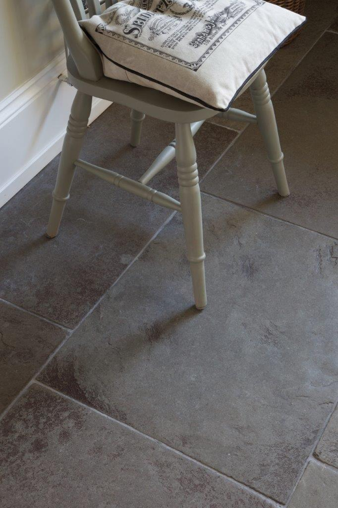 Huntingdon Grey Limestone Worn