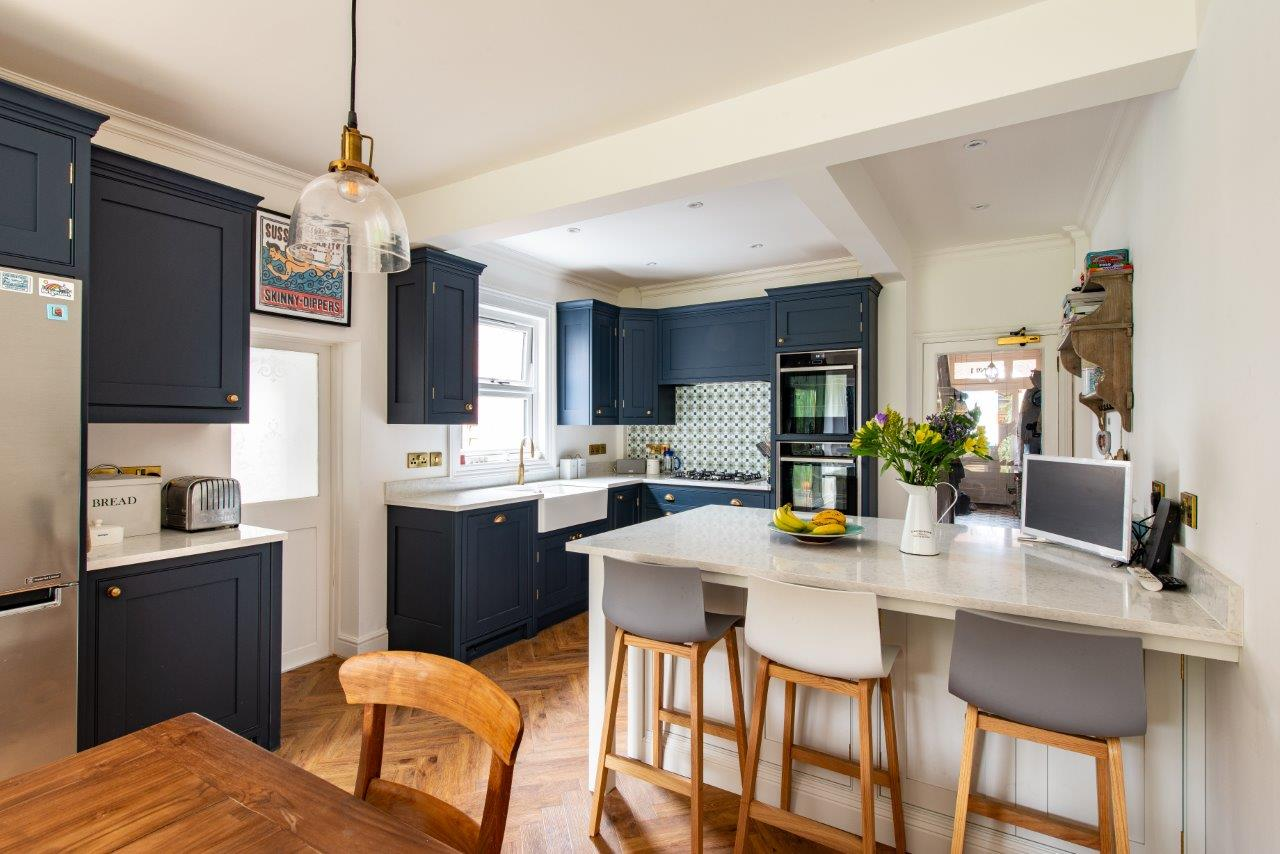 A Guide To Islands And Peninsulas Which One Is Right For Your Space Herringbone Kitchens
