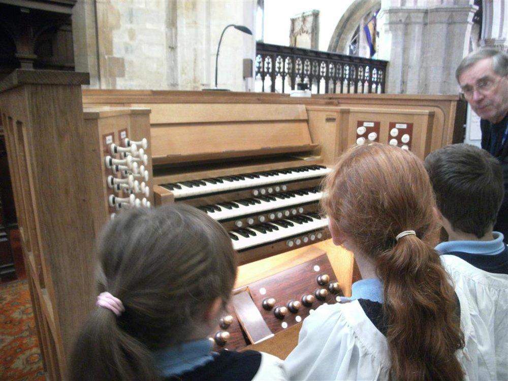 Playing+the+organ.jpg