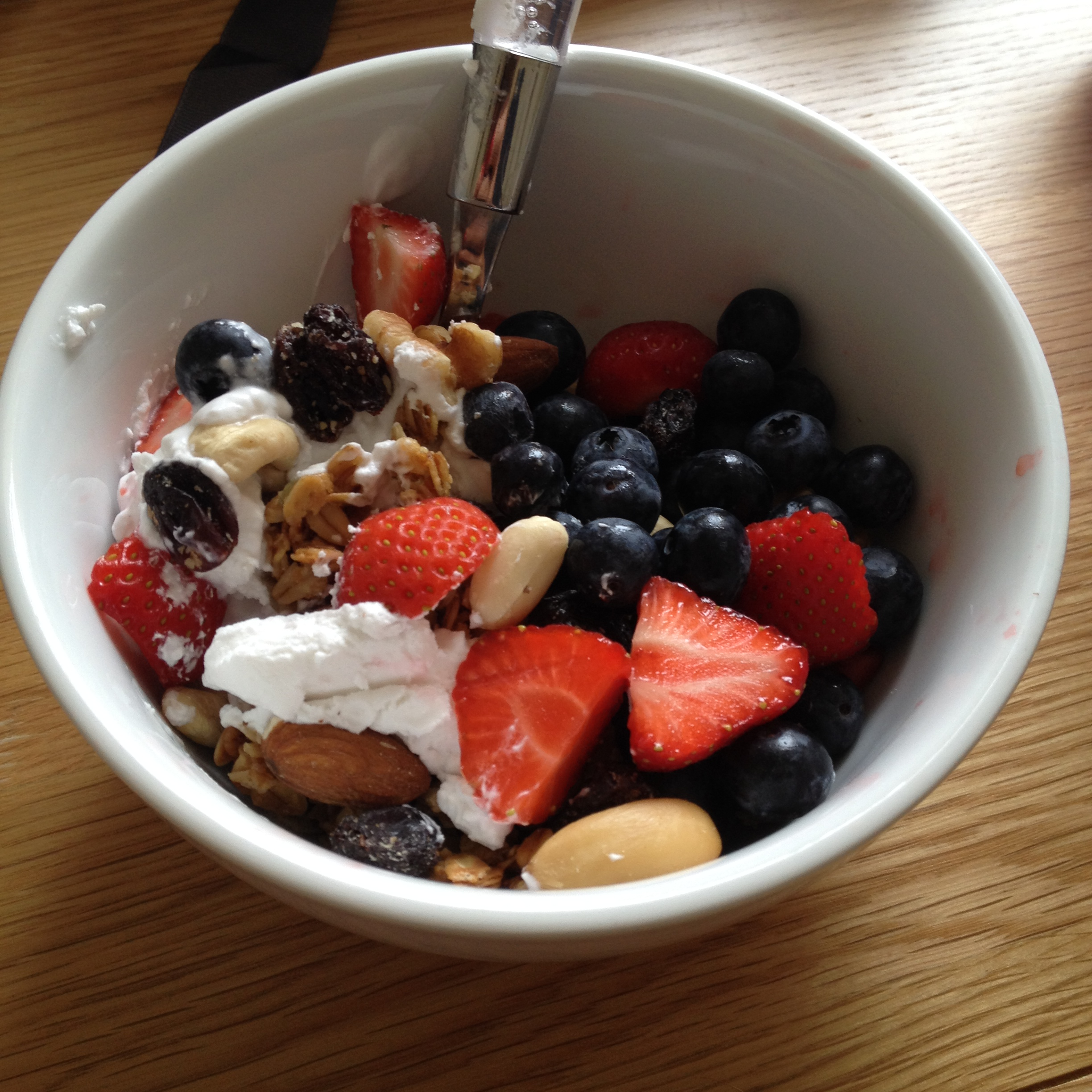 Blueberries and nuts with yoghurt