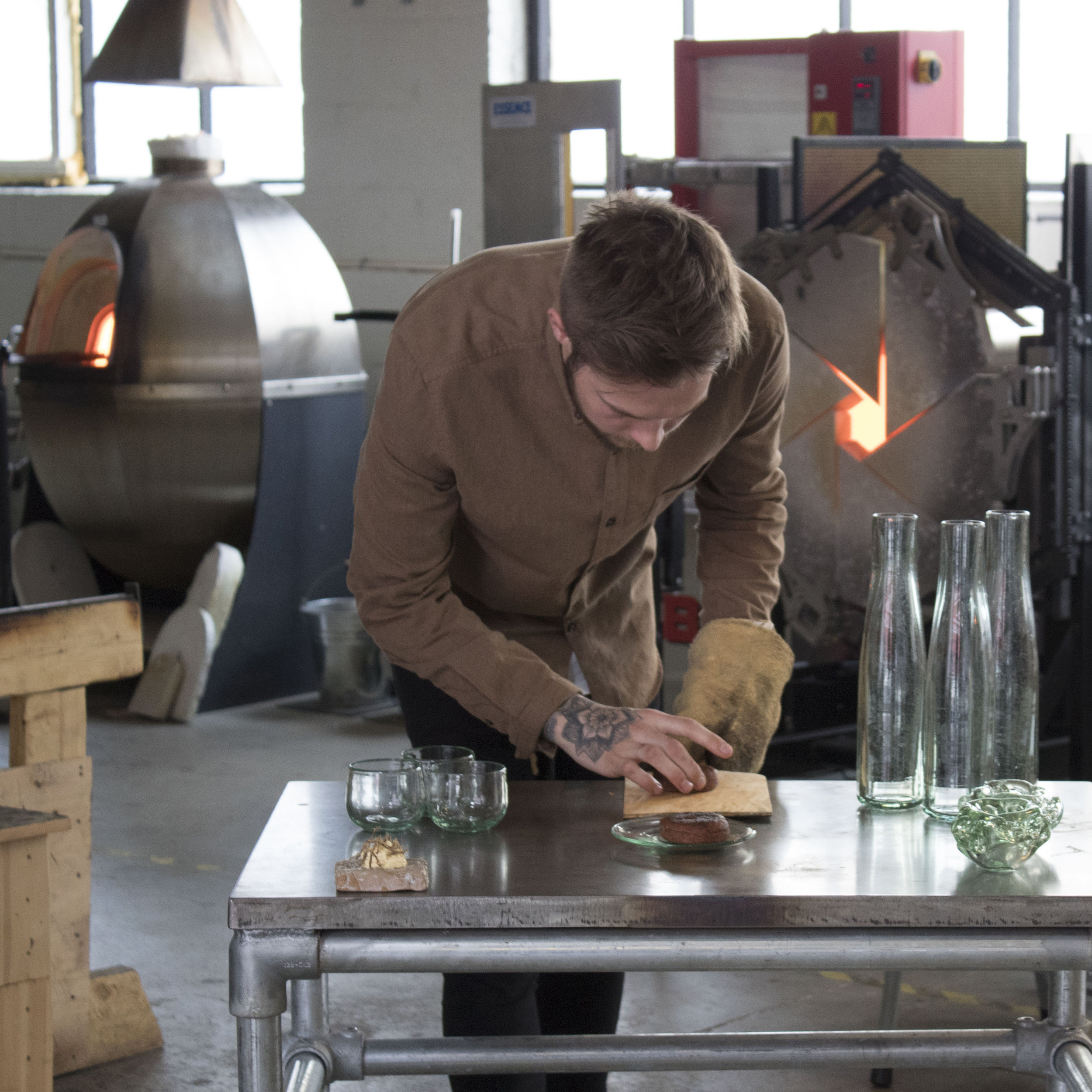 Halfway through the project we all met at Formbar (the glass studio) and tested all the prototypes together with head chef Jimmy Øien.