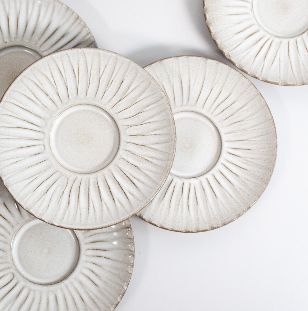 We developed a new plate for the reopening of Renaa. It is based on our Semi/26 plate, but with a defined centre and a wide rim. This version also has a relief (physical pattern) on the rim part.