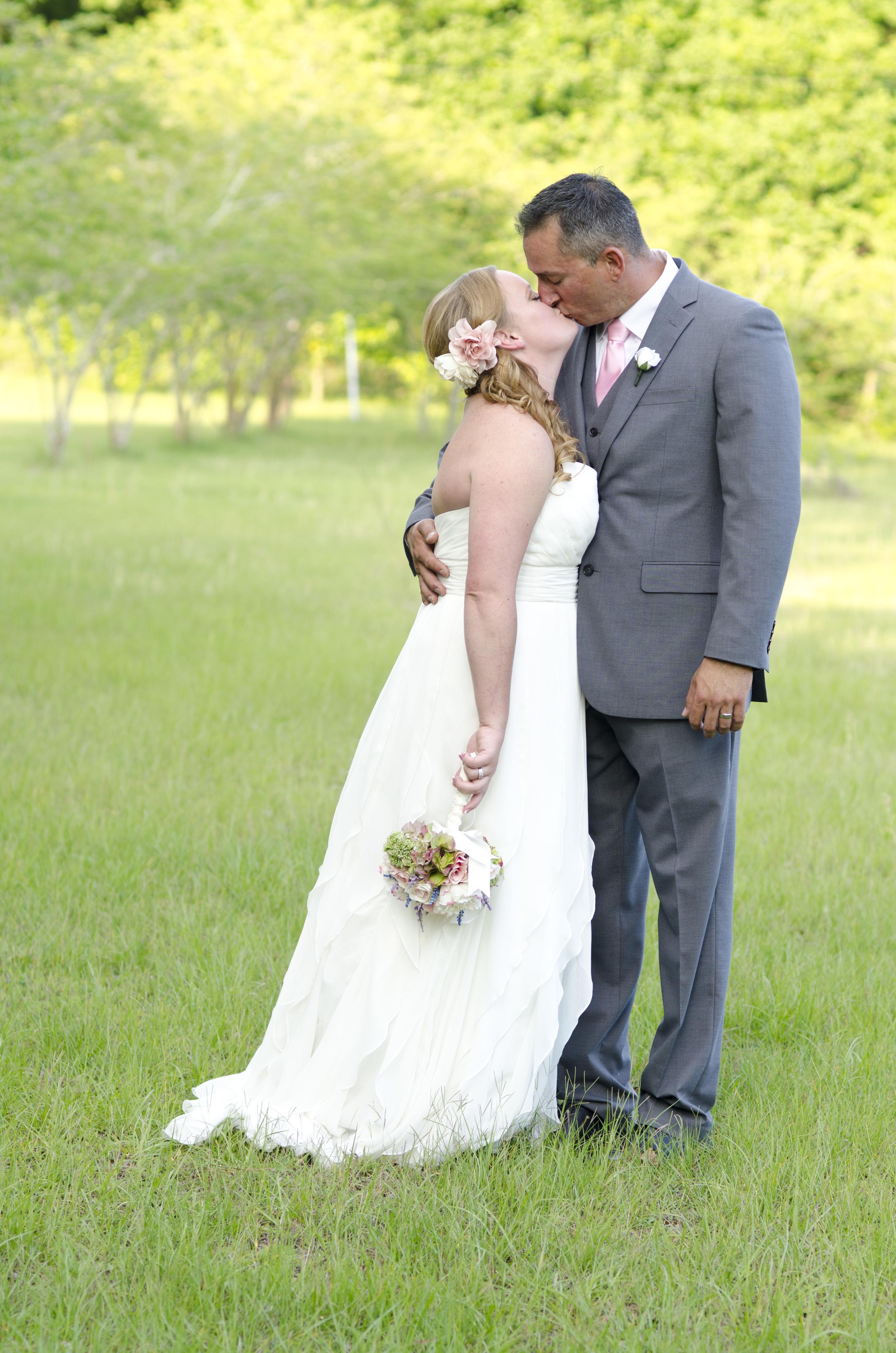 outdoor wedding photo poses - fairbanks ak photographer