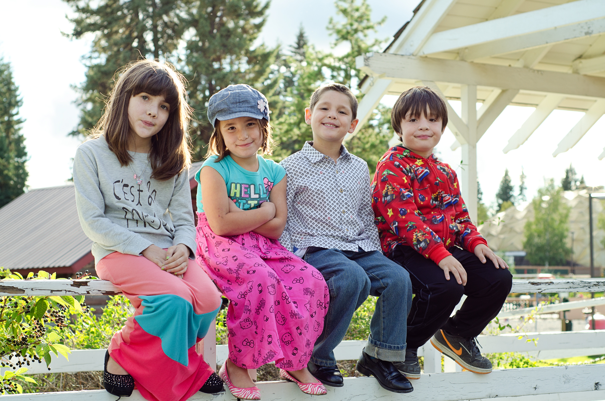 kids on railing - pioneer park in fairbanks ak - family photographer