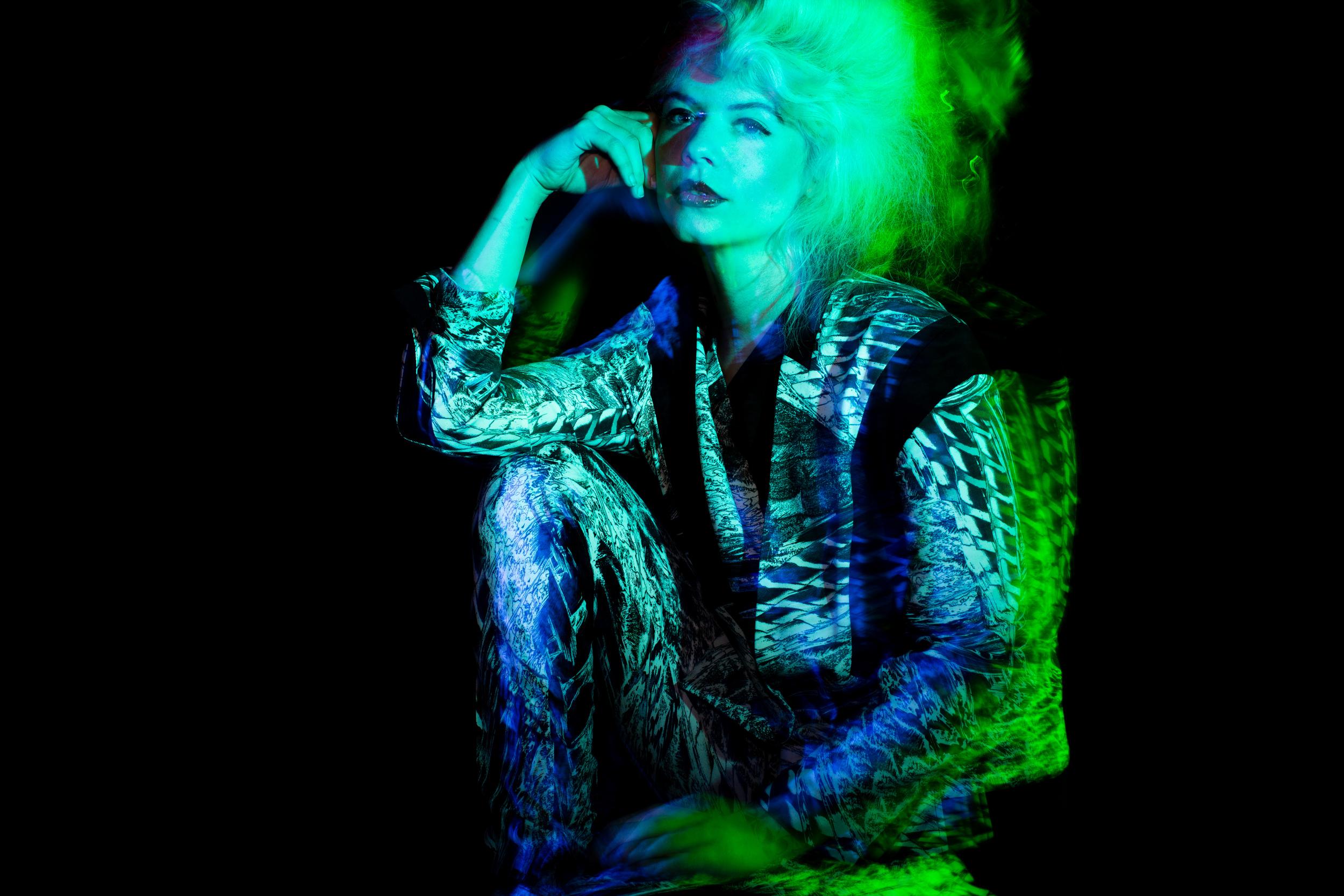 Velvet_Dust_Light_Play00001.jpg