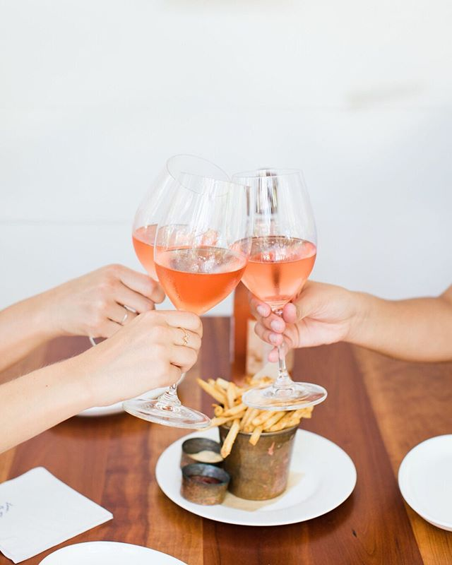 Rosé (and fries) all day! And while we are on the subject of booze, don't forget- there are still a few spots left for my new Open Head Shot Happy Hour on June 17! My girl @averyallenmakeup will be providing makeup touch ups so this one is extra fun! . . . . 📷 for @tsgaustin + @mattiesaustin . . . . #tsgaustin #thescoutguideaustin #headshothappyhouratx #headshothappyhour #happyhour #happyhouratx #happyhouraustin #austinheadshots #austinheadshotphotographer #austinportraitphotographer #portraitphotographer #austinphotographer #austinphotographer #atxphotographer #texasphotographer #bossbabesatx #paigenewtonimagery #mattiesaustin #austinmakeupartist #austinmua #atxeats #austinlifestylephotographer
