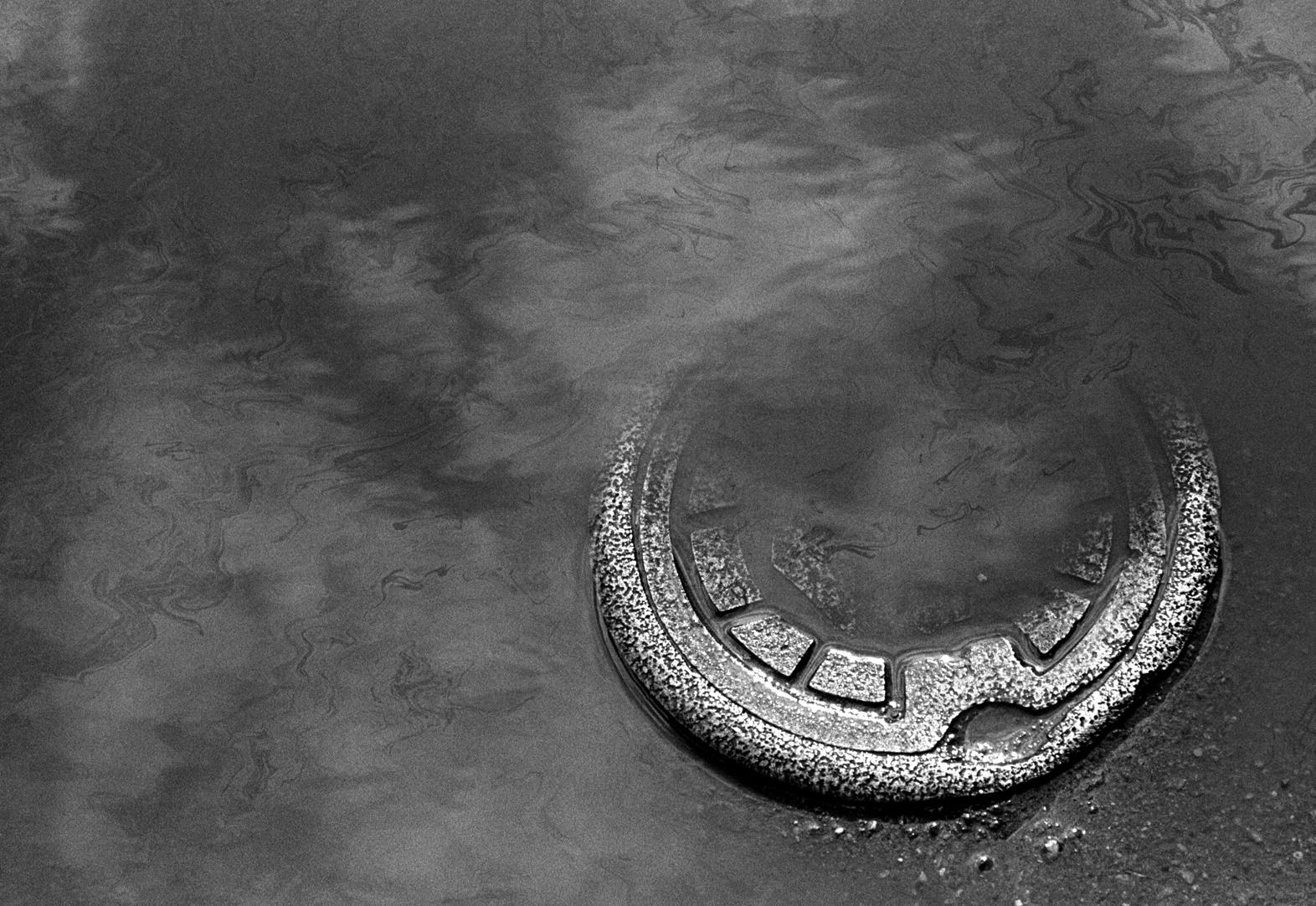 03-remnant-manhole UFO 72.jpg
