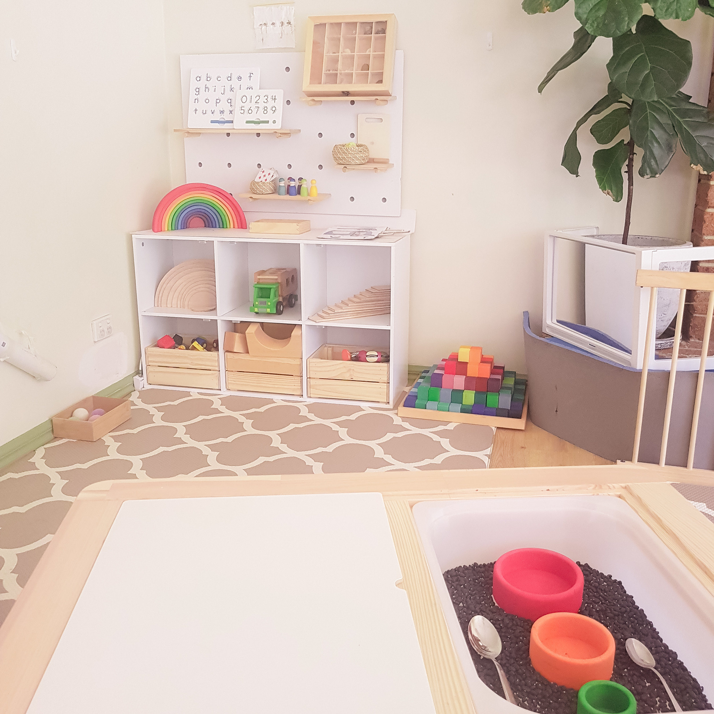 Minimalistic playroom courtesy of  @ zaras_ play _tribe