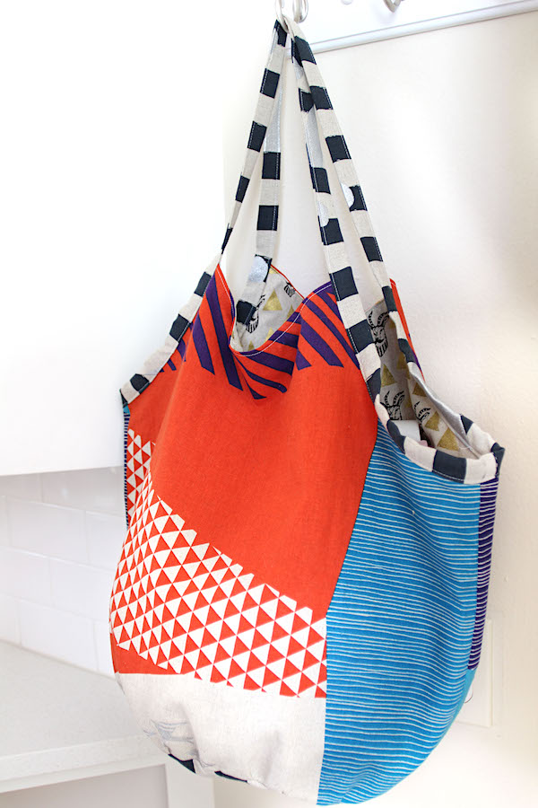 Download the free Magic Circle Bag pattern by CityCraft. One day + One Circle = Chic Carry-All for Grocery or Gym.