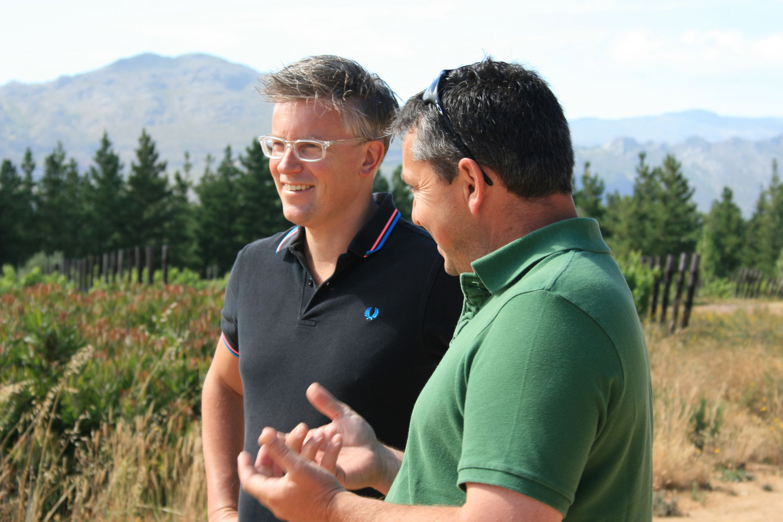 L–R: Thierry Schaap with winemaker Riaan Oosthuizen