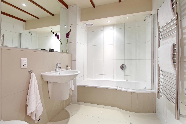 R1-bath.jpg