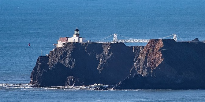 Lighthouse_far.jpg