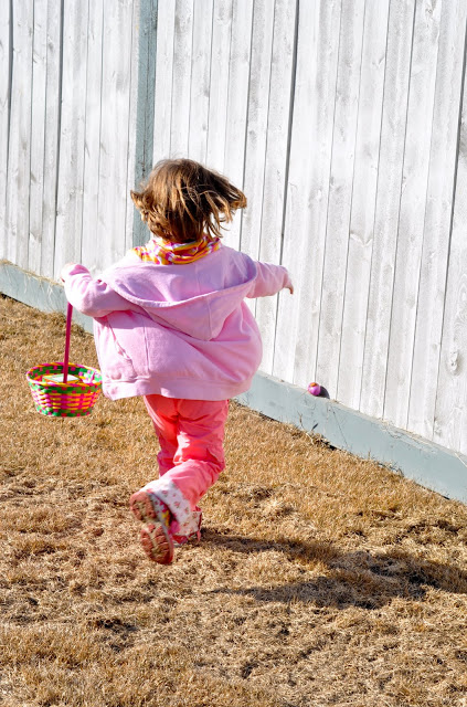 the backyard easter egg hunt (my cute little cousin)