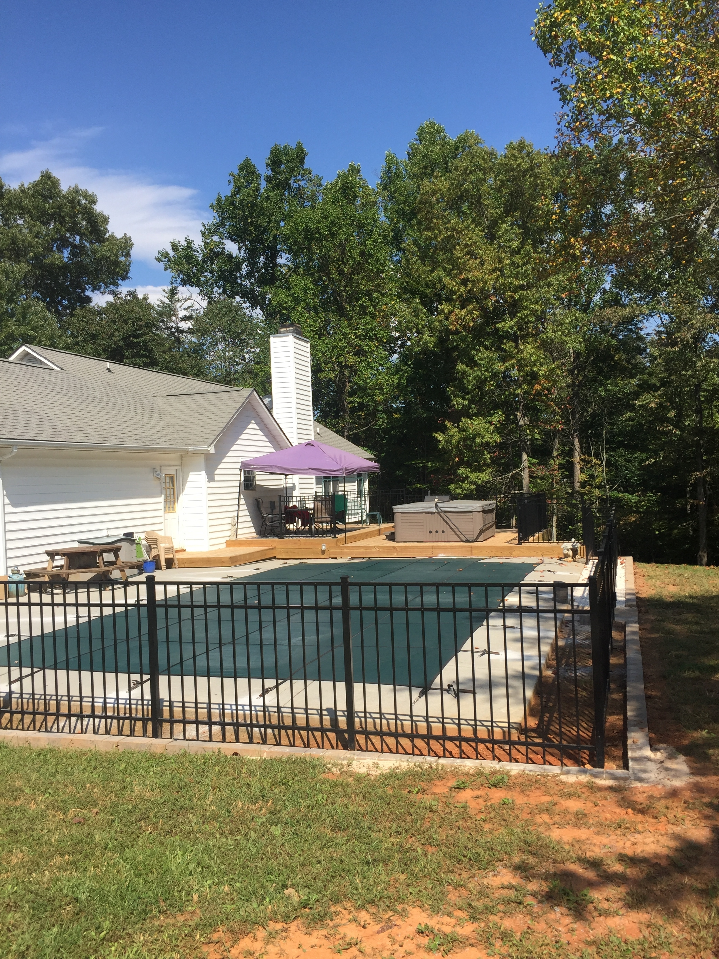 """54"""" 3-rail aluminum fence with 4"""" picket spacing"""