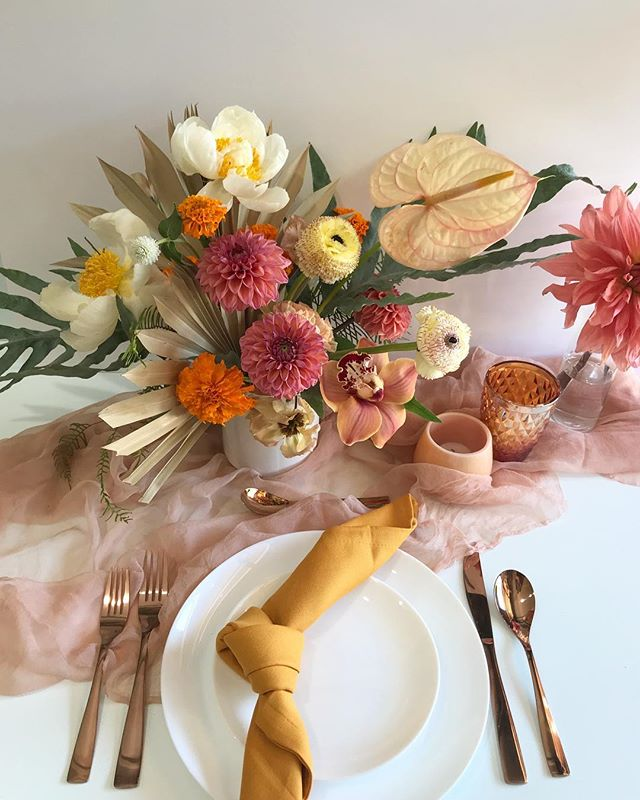 Mock up meeting with @greenappleeventco for our fun wedding at the Valentine in DTLA next month! Gauze silk runner in peach by @tonoandco #lavendersflowers #dscolor #dsfloral #weddingflorist #floraldesign