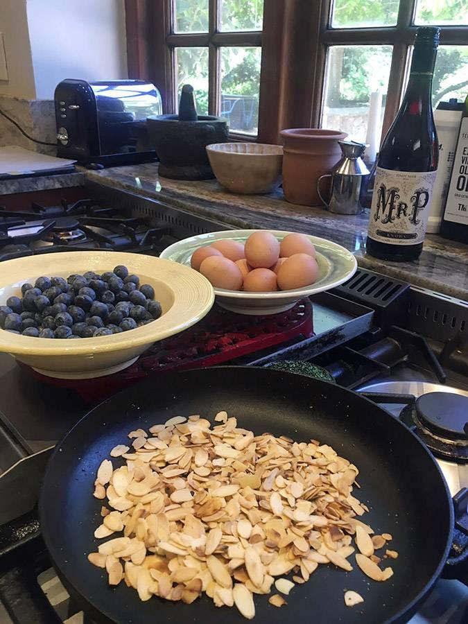 rozy-recipe-tosca-blueberry-cake-with-mr-p-01.jpg