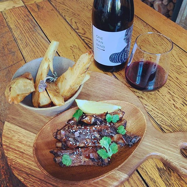A fabulous pairing for our One Man Band - what would you pair it with?  #Repost @cafecharlesct(@repost_via_instant)Have you tasted our free range pork ribs with our homemade basting sauce powered by @capecola and @shaundampies_ ? Proudly working with our suppliers to create exciting and healthy products. . . . .  #freerange #porkribs #nosugar #nosugaradded #naturalingredients #localislekker #basting #sauce #dewaterkantvillage #lunchatthecharles #dinneratthecharles #capetown #southafrica #instaeats  #instaeatscapetown