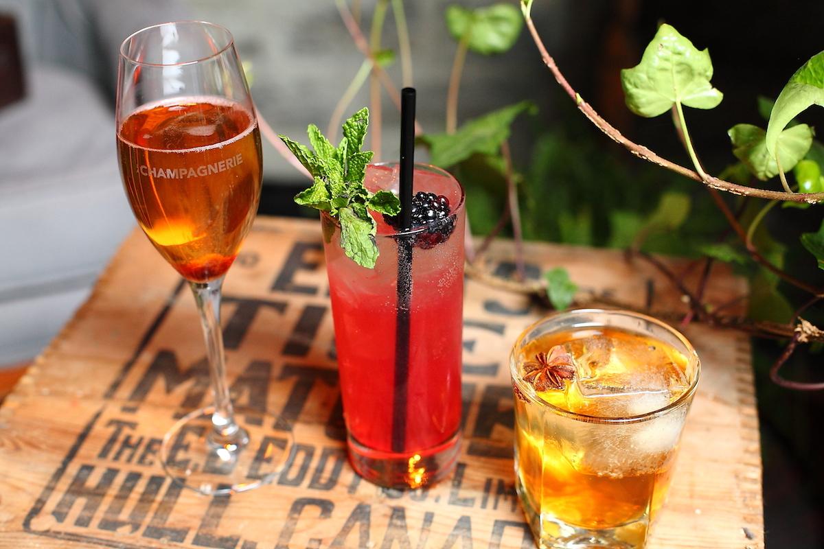 Cocktails-drink-boire-bar-saint-joseph-québec-bulles-champagne-sortir-nightlife-quartier-saint-roch.jpg