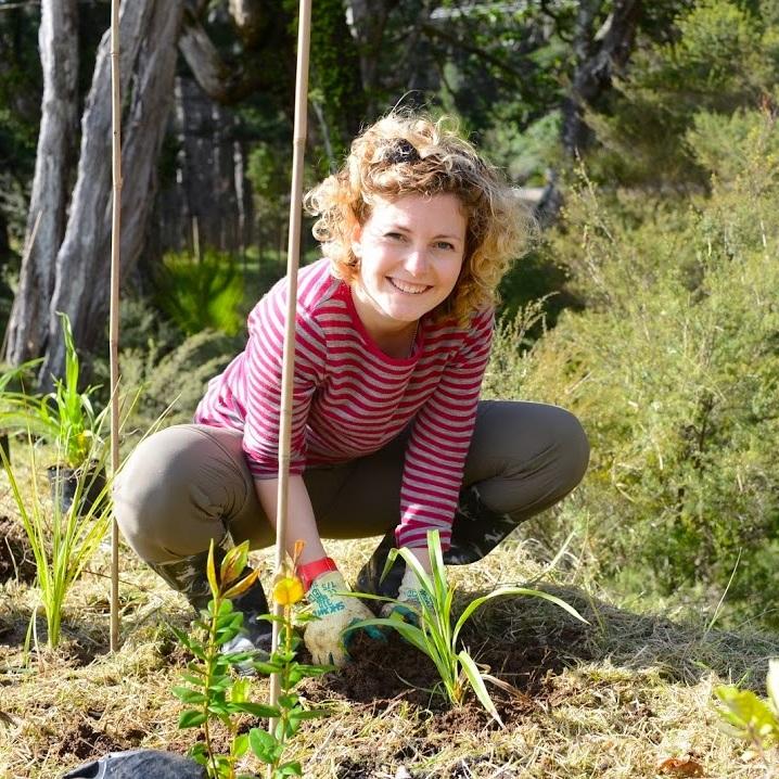 volunteer+river+planting.jpg