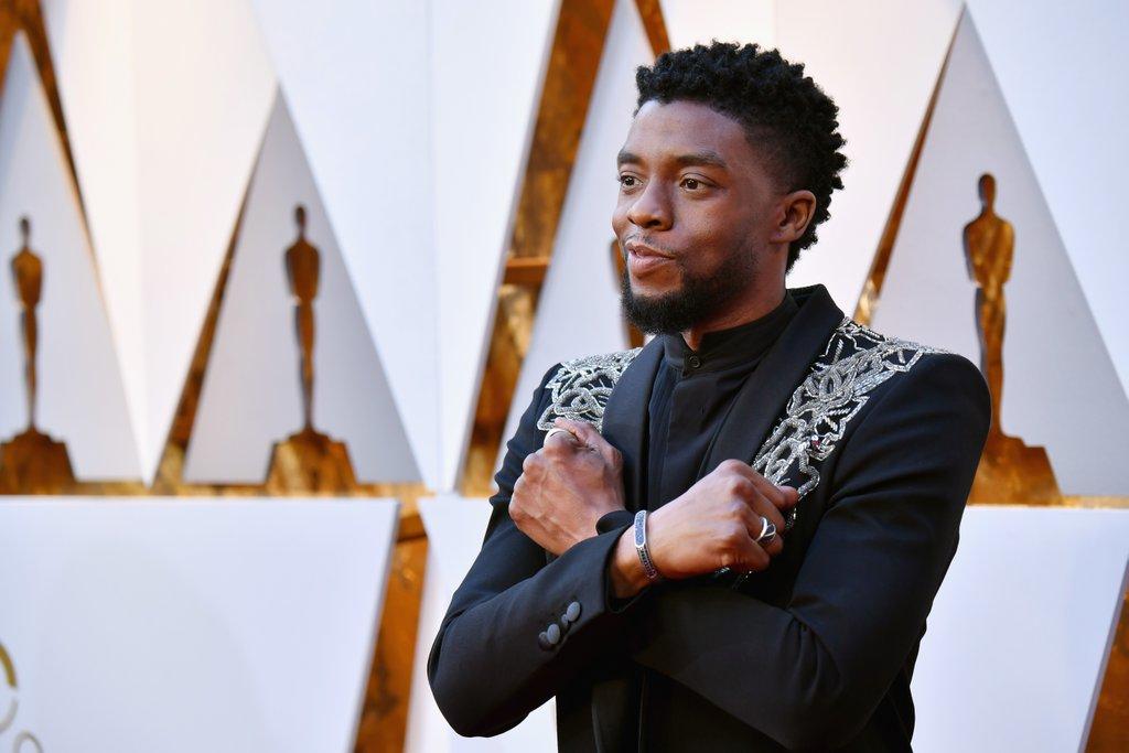 Chadwick-Boseman-Wakanda-Forever-2018-Oscars.jpg