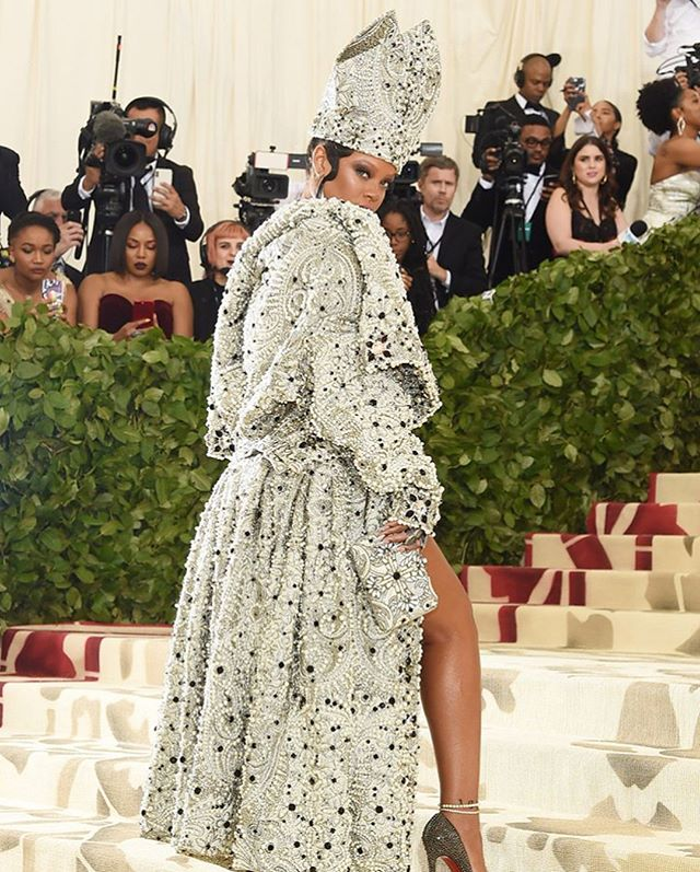 """""""It's literally a given that everyone strives to out dress Rihanna but many to all fall quite short. The Bajan beauty arrived in a custom Maison Margiela gown and overcoat designed by John Galliano that left jaws dropping and the internet abuzz. To top off the look, she donned a bishops hat adorned in intricate beading by Stephen Jones millinery.  Sleek hair and natural make up made the look.  She was most certainly the Queen of the Night or should I say the Pope of the Fashion Vatican."""" ✨ MORE ON THE BLOG. Link in bio ☝🏾☝🏾☝🏾#metgala #ailovethat"""