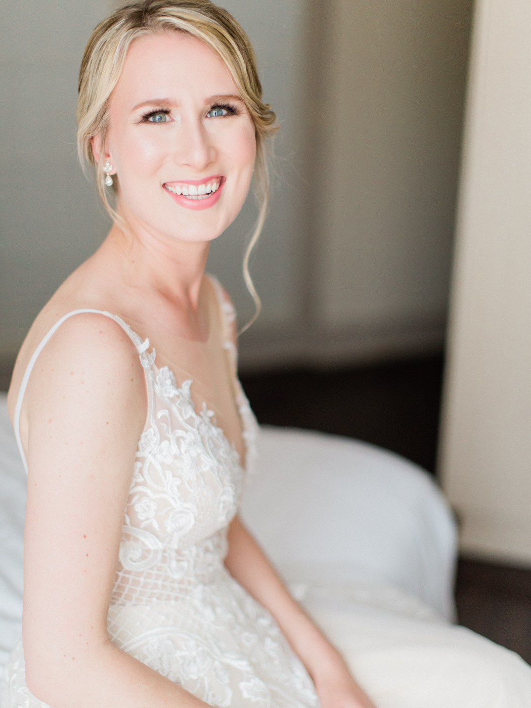 downtown-toronto-wedding-photographer-berkley-fieldhouse-blush-136.jpg