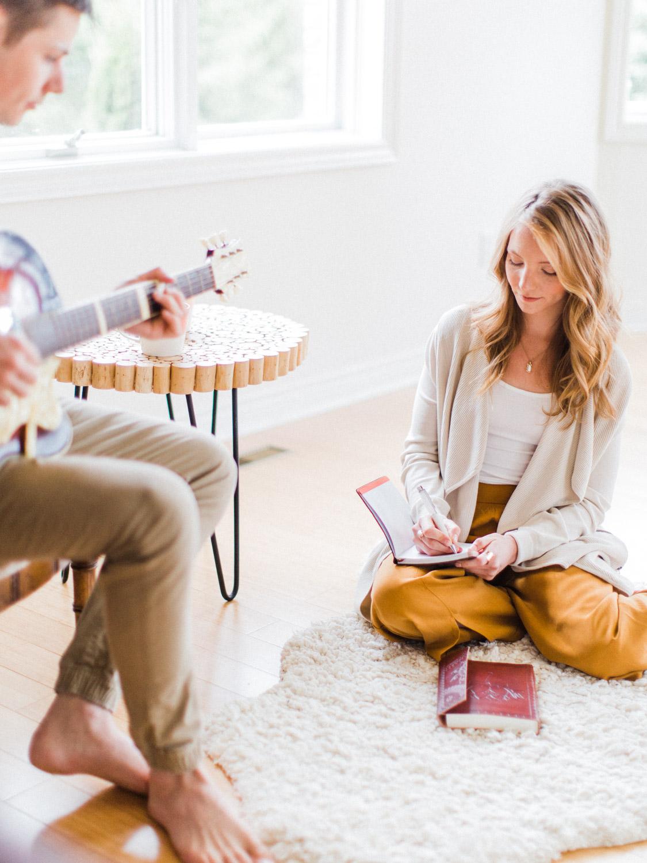 toronto-collingwood-wedding-photographer-at-home-engagement-inspiration 2018-76.jpg