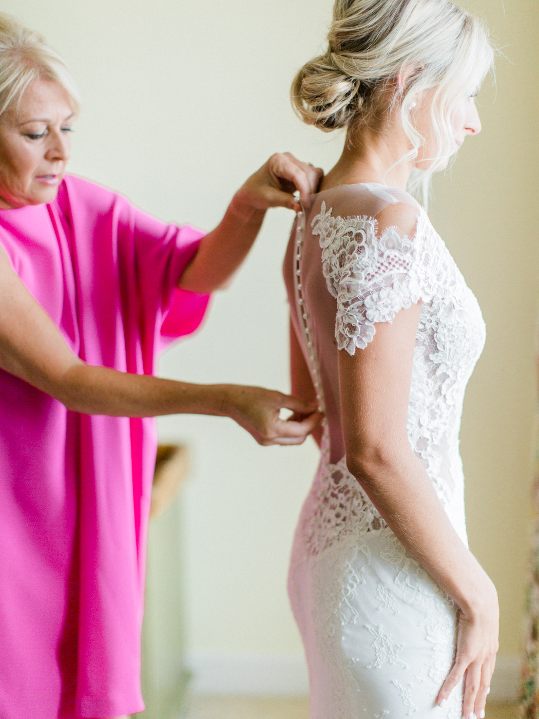 Toronto-Muskoka-wedding-photographer-summery-fun-documentary-the-marriott-rosseau17.jpg