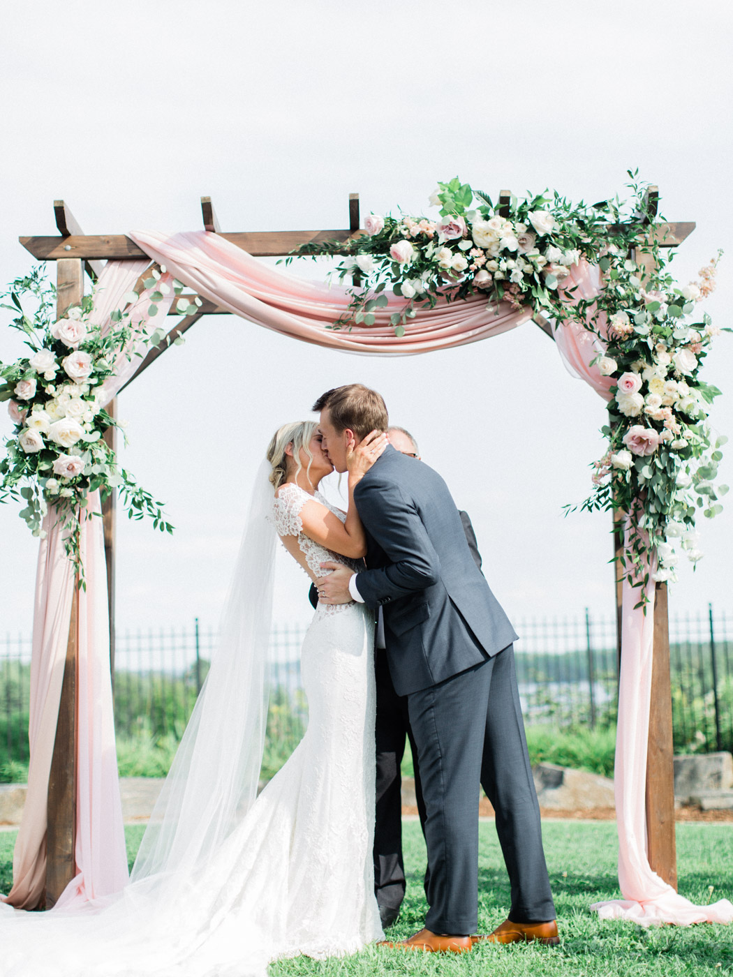 Toronto-Muskoka-wedding-photographer-summery-fun-documentary-the-marriott-rosseau87.jpg