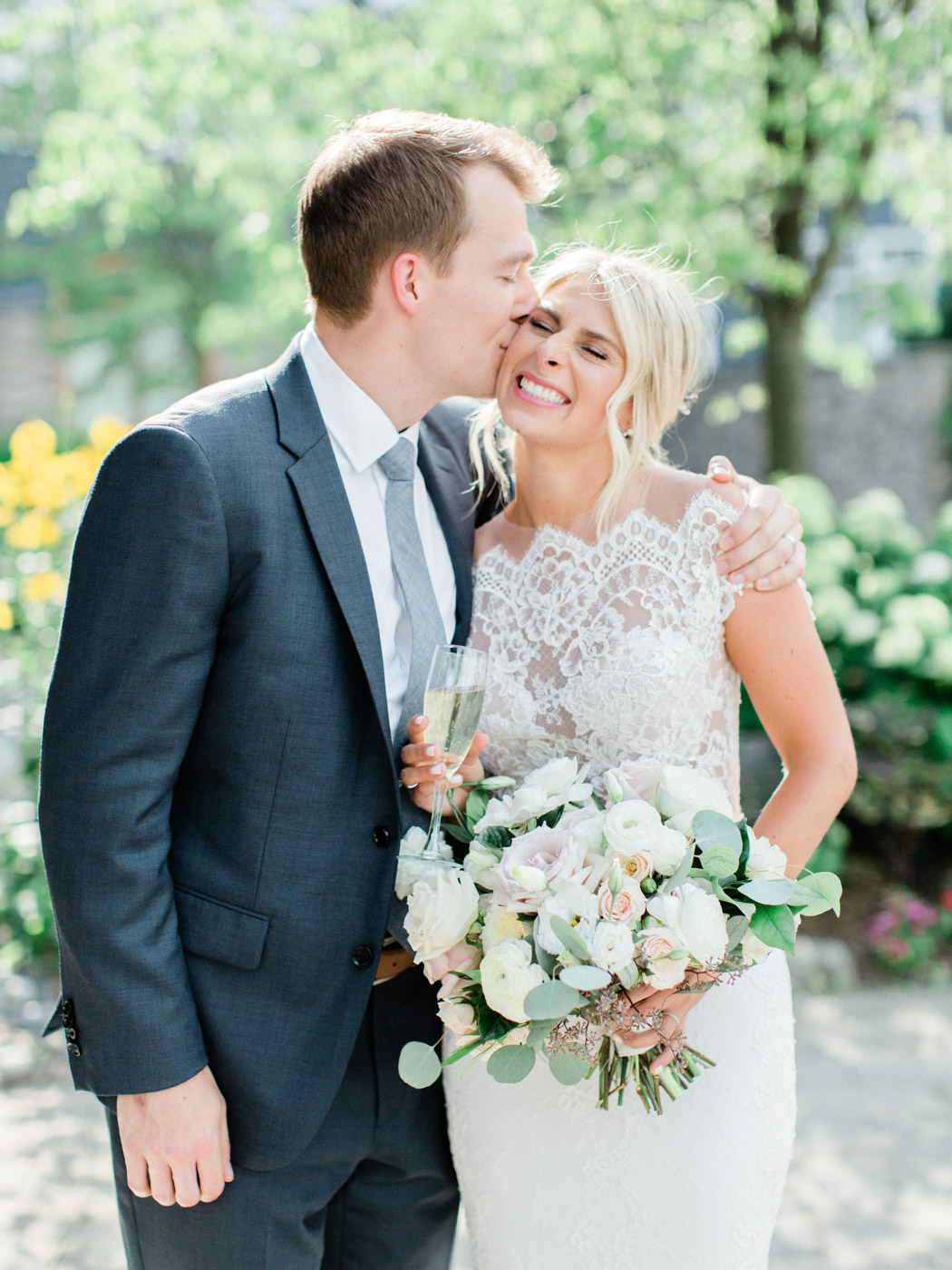 Toronto-Muskoka-wedding-photographer-summery-fun-documentary-the-marriott-rosseau93.jpg