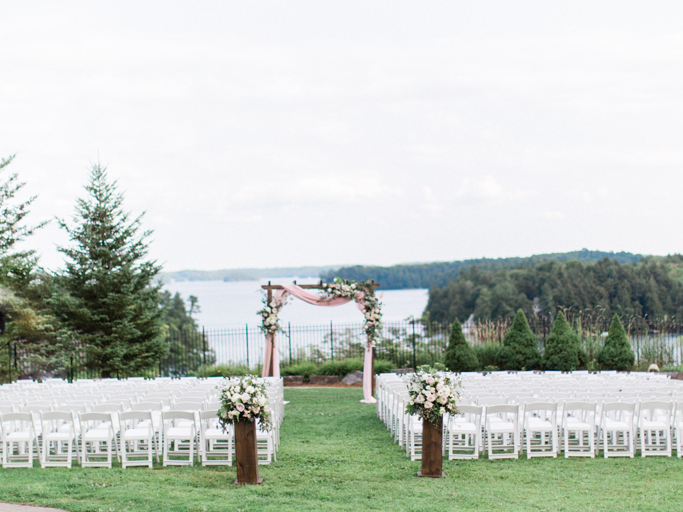 Toronto-Muskoka-wedding-photographer-summery-fun-documentary-the-marriott-rosseau64.jpg