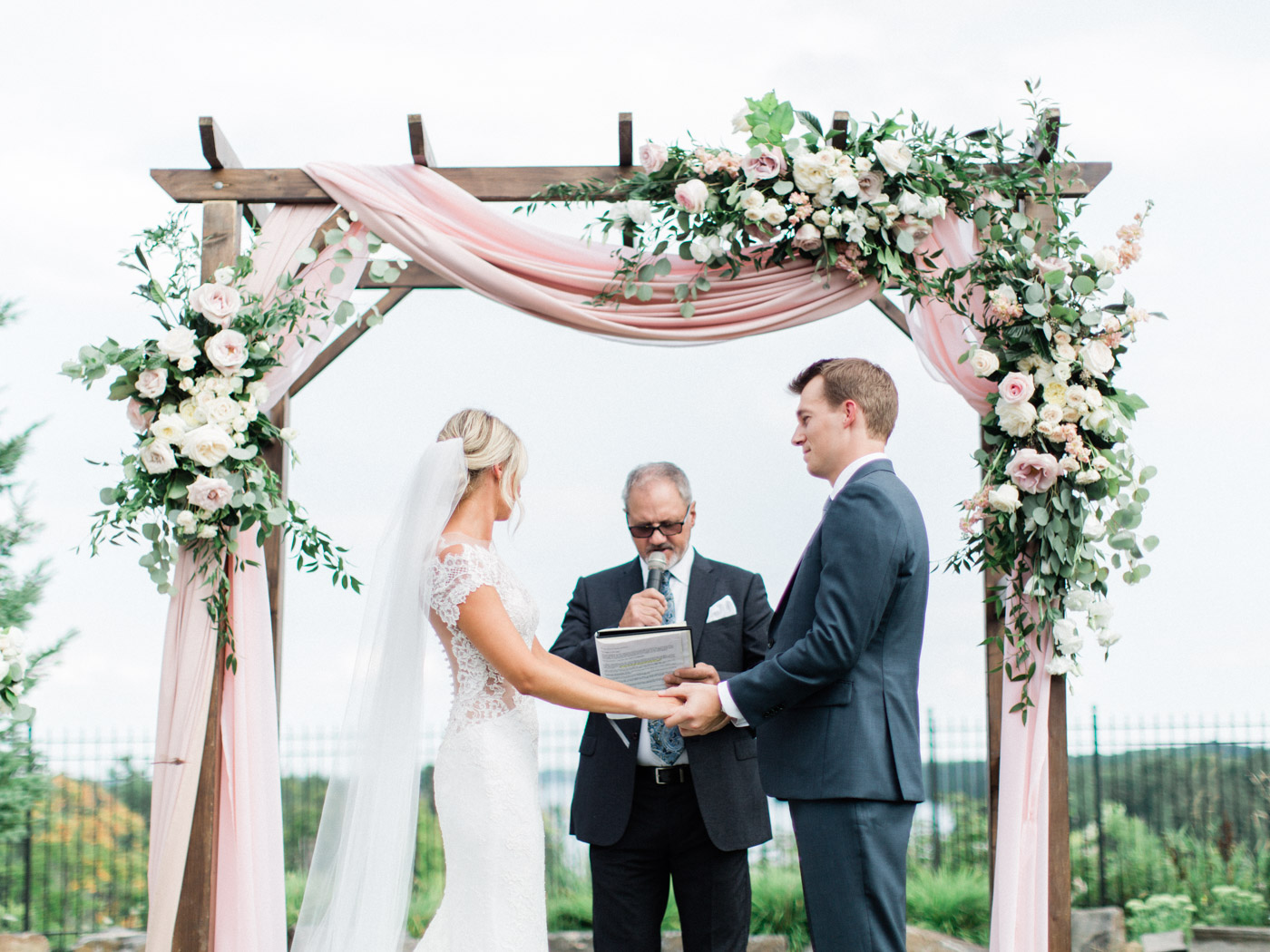 Toronto-Muskoka-wedding-photographer-summery-fun-documentary-the-marriott-rosseau81.jpg