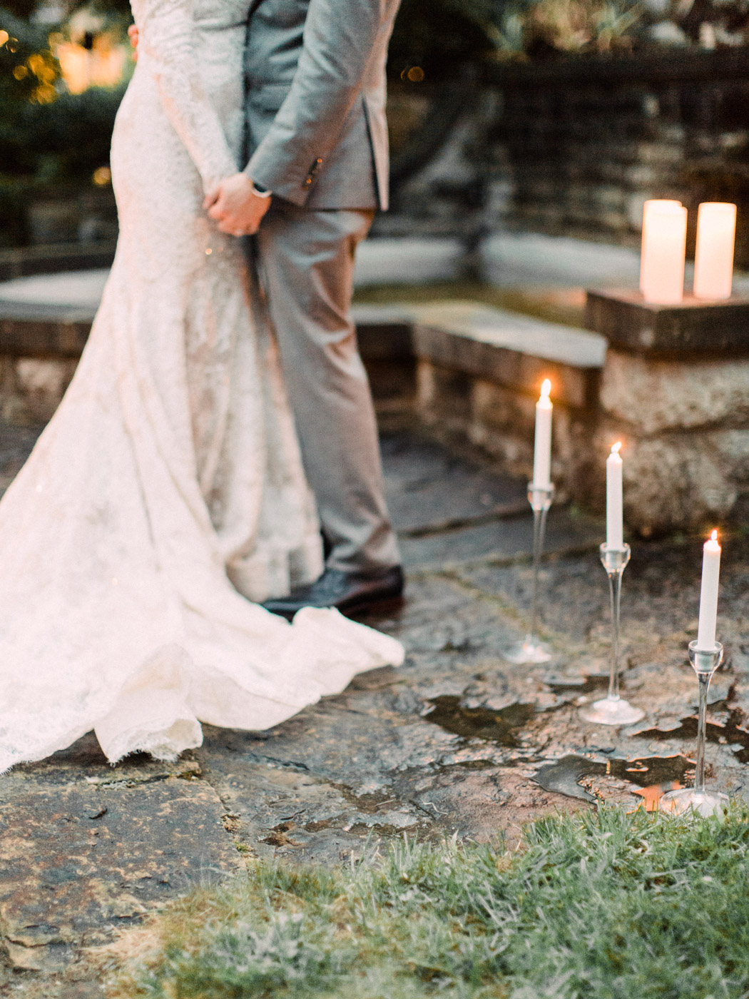 romantic wedding at a historic inn in Perth