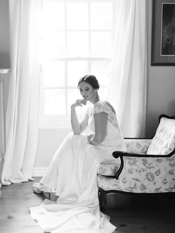 Toronto-wedding-photographer-the-doctors-house-kleinburg-classic-documentary30.jpg