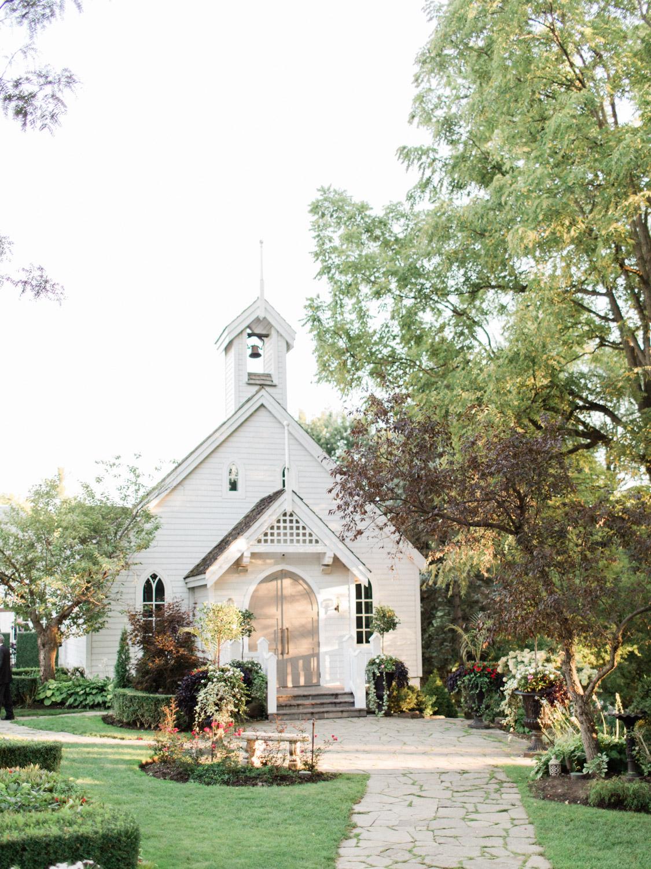 Toronto-wedding-photographer-the-doctors-house-kleinburg-classic-documentary76.jpg