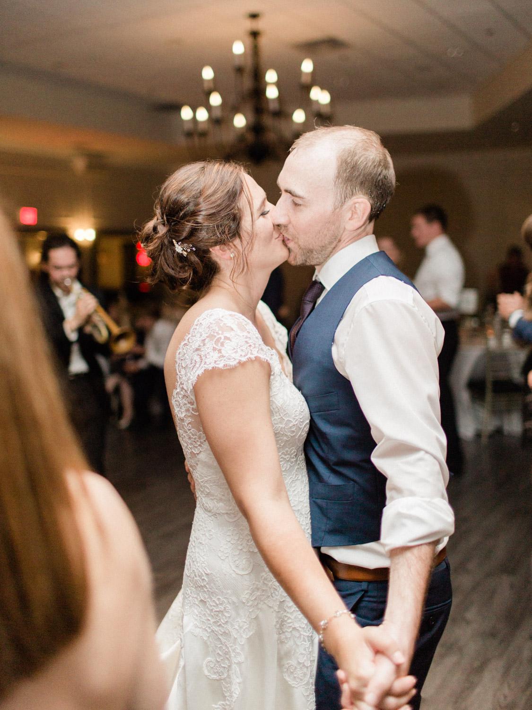Toronto-wedding-photographer-the-doctors-house-kleinburg-classic-documentary121.jpg