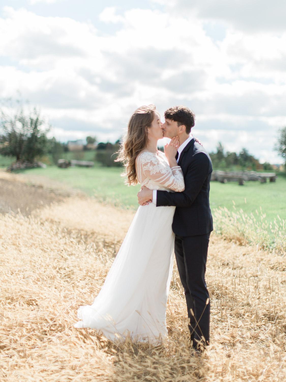Toronto-Collingwood-Thornbury-wedding-photographer-documentary-private-estate-fall-wedding14.jpg