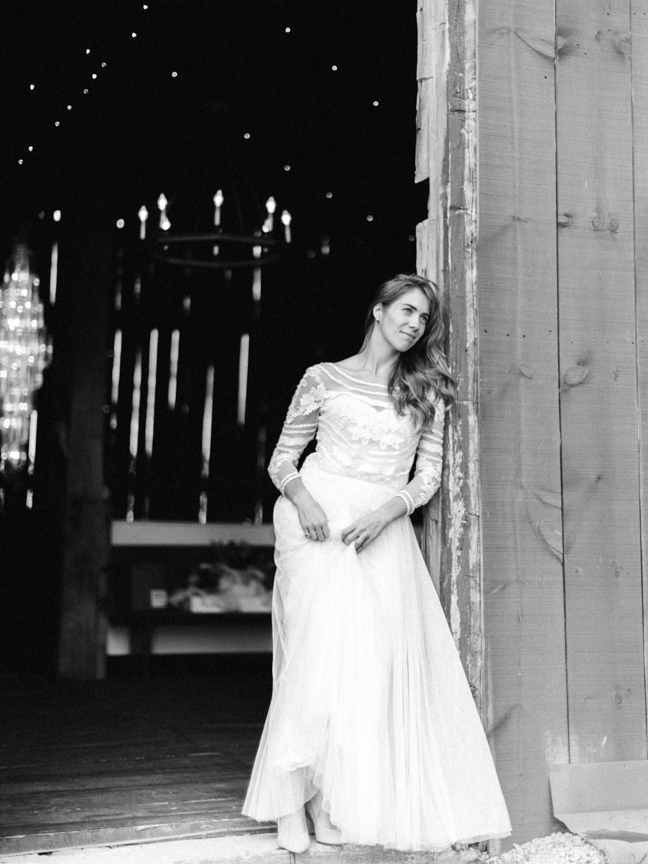 Toronto-Collingwood-Thornbury-wedding-photographer-documentary-private-estate-fall-wedding24.jpg