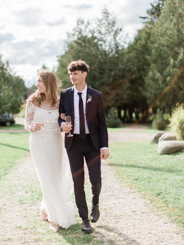 Toronto-Collingwood-Thornbury-wedding-photographer-documentary-private-estate-fall-wedding48.jpg