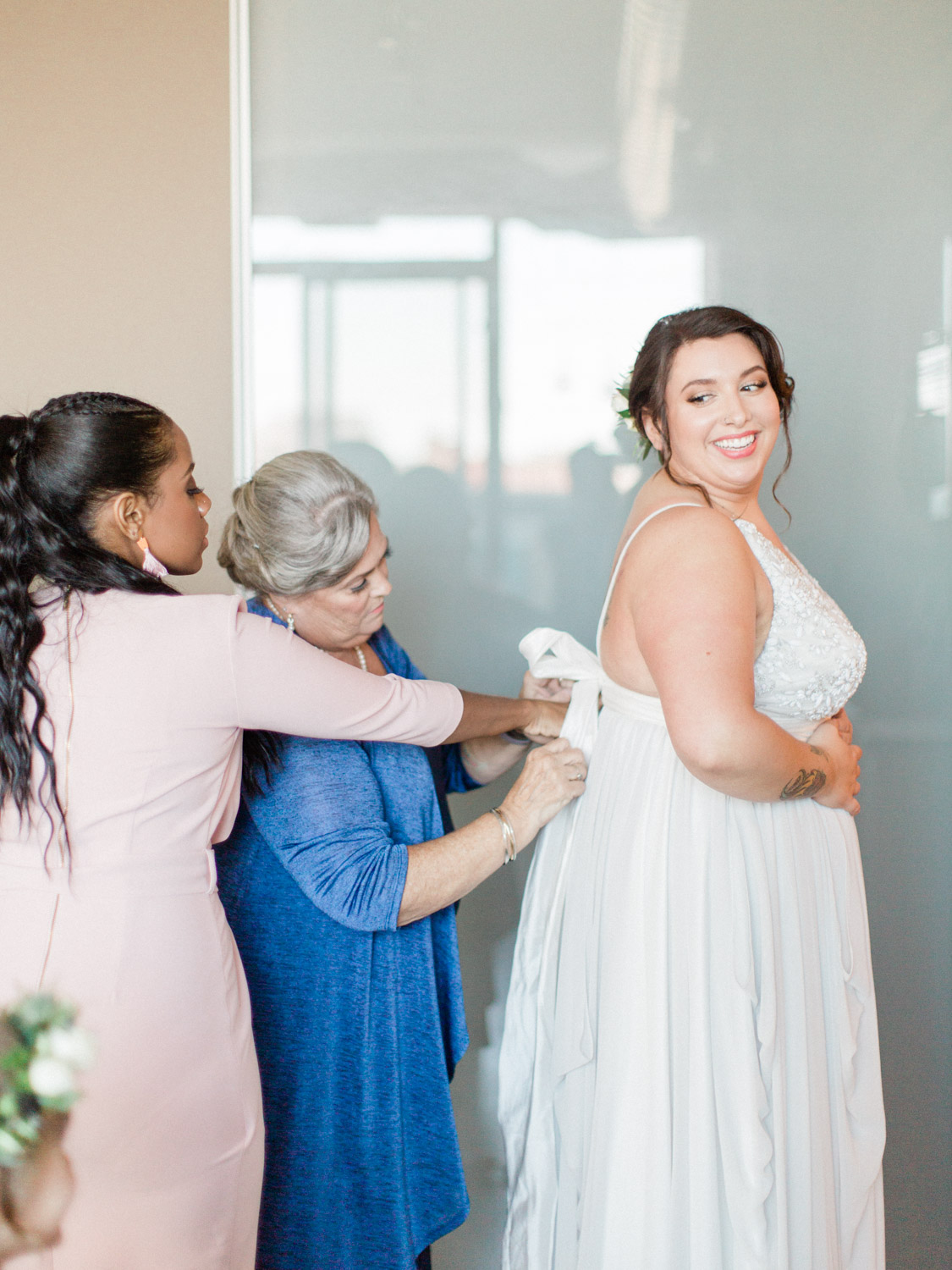 A contemporary wedding photograph in downtown Toronto at the Henley Room, Argonauts Rowing Club