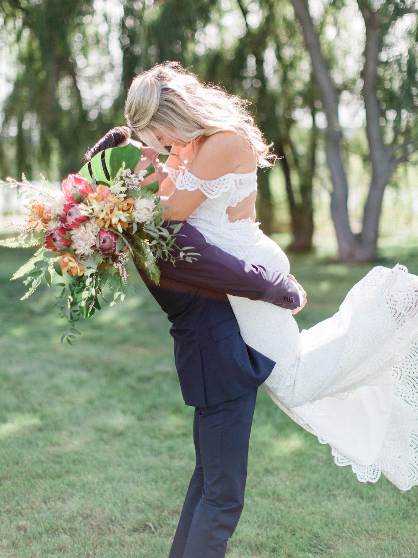 Toronto-Collingwood-Muskoka-Wedding-photographer-how-to-capture-great-couples-photos-on-your-wedding-day2.jpg