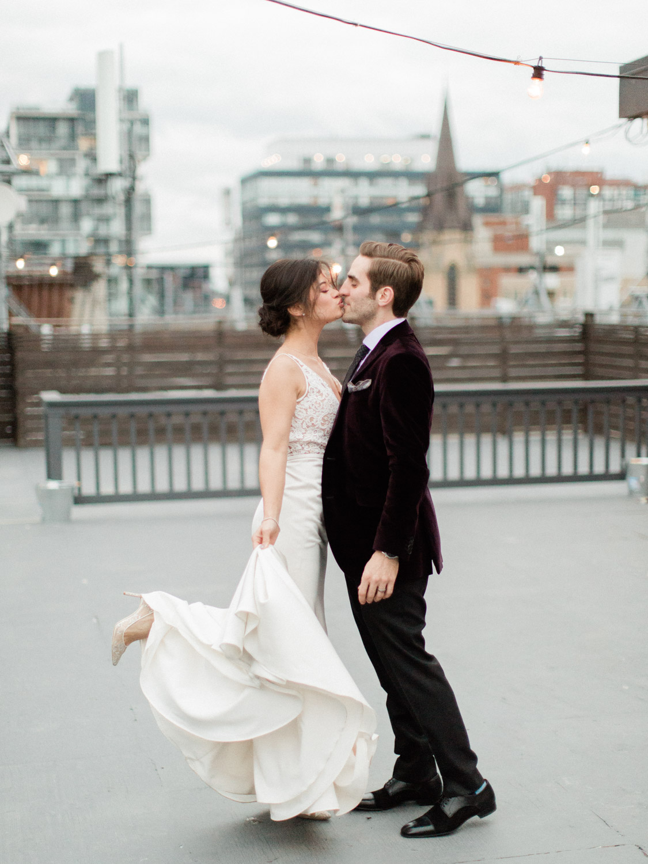 Toronto-Collingwood-Muskoka-Wedding-photographer-how-to-capture-great-couples-photos-on-your-wedding-day4.jpg