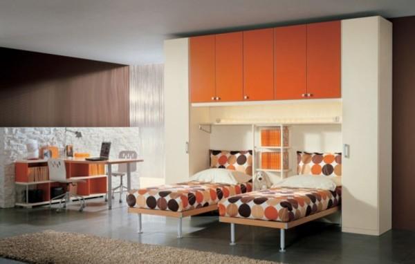 polkadot-bed-cover-teen-bedroom.jpg