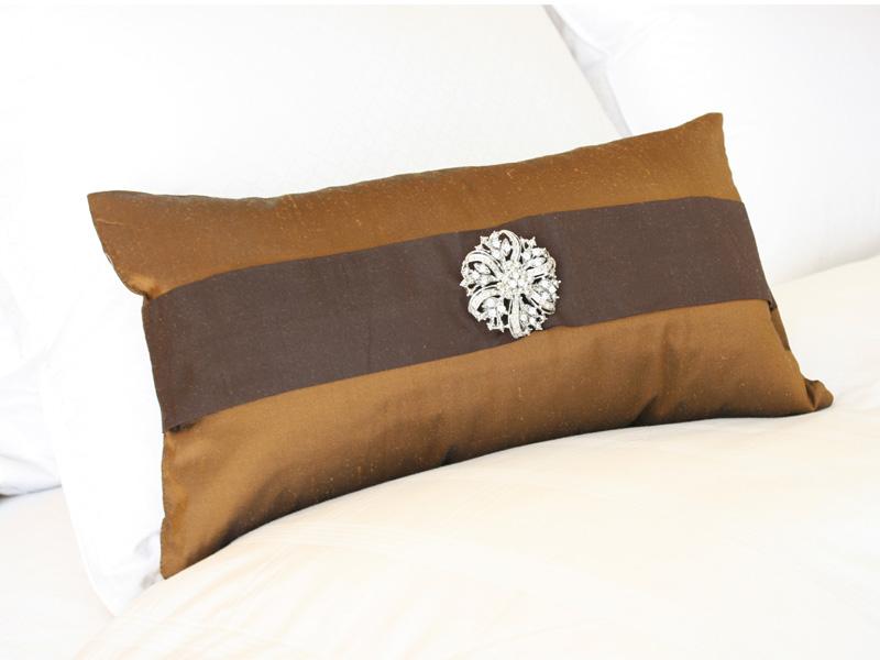 brown_silk_broach_pillow.jpg