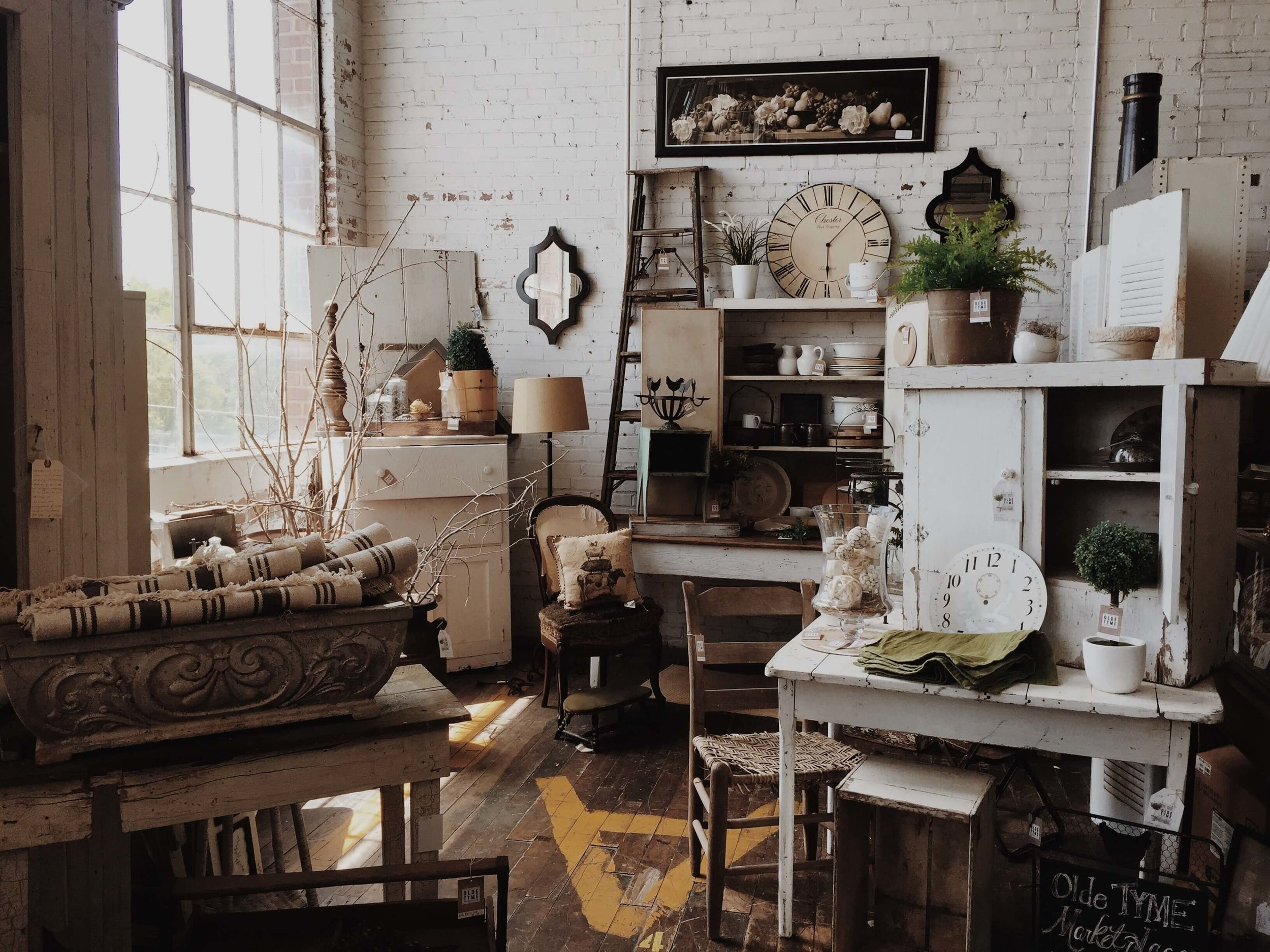 sell-furniture-high-end-consignment-shop