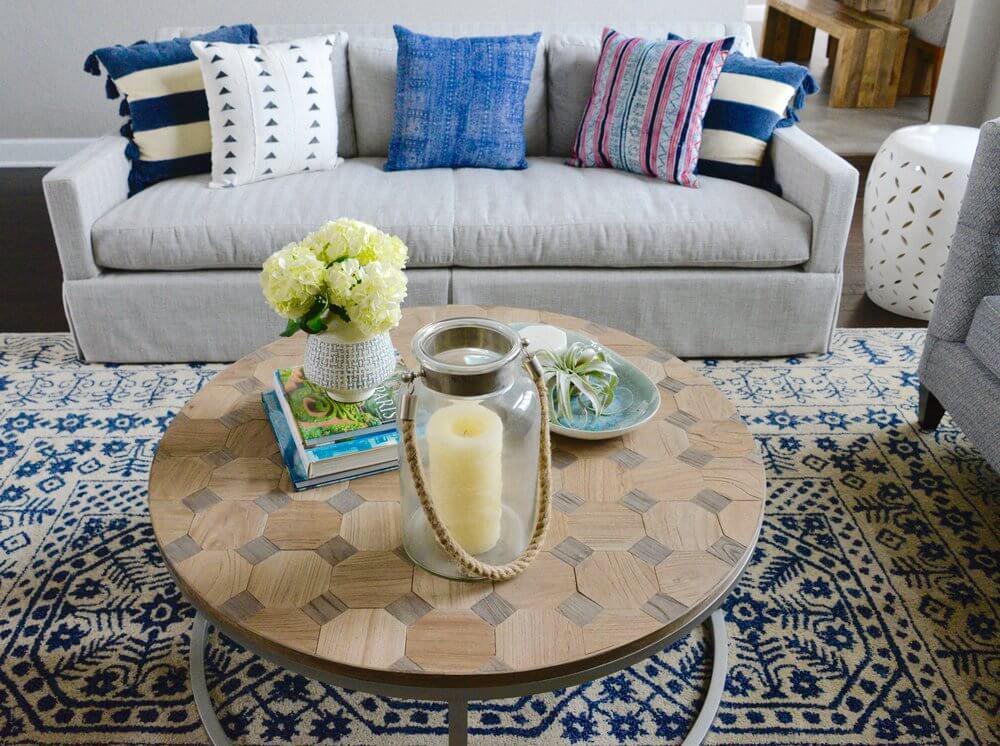 how-to-arrange-your-sofa-throw-pillows