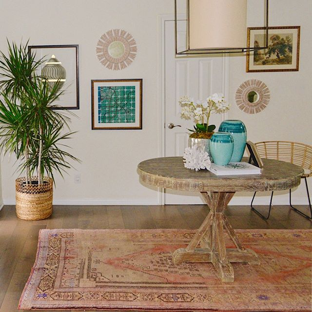 Isn't it amazing how vintage rugs can transform a space??? They add depth and layered character like nothing else can. ⠀⠀⠀⠀⠀⠀⠀⠀⠀ .⠀⠀⠀⠀⠀⠀⠀⠀⠀ .⠀⠀⠀⠀⠀⠀⠀⠀⠀ #interiordesign #houstoninteriordesigner⠀⠀⠀⠀⠀⠀⠀⠀⠀ #designhouston #interiordesignsofinsta #interiordesignideas #instagood #homedecor #interiors #decor #interiorforall #designblogger #modern #interiorinspiration #homestyling #homerenovation