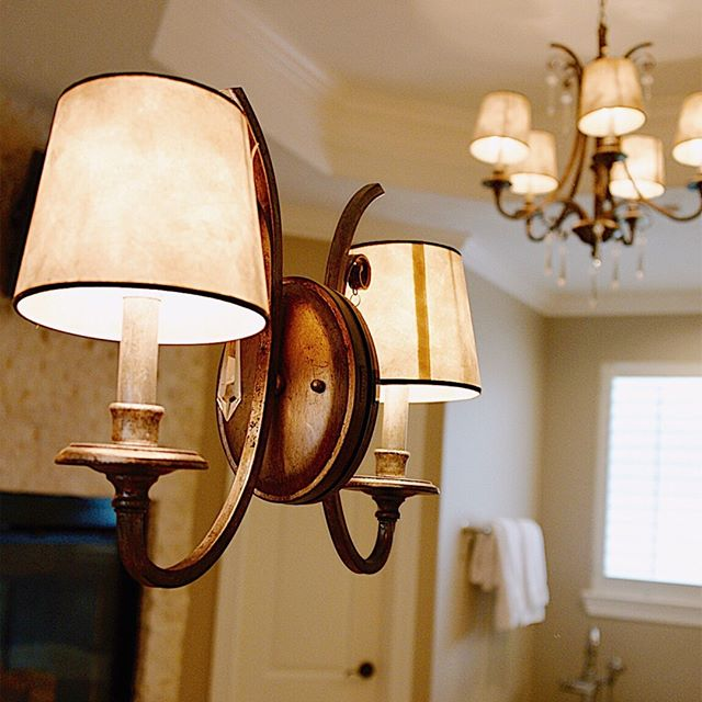 If you are considering a bathroom renovation, remember that it is completely possible (and lovely) to mount your sconces or vanity lights right on top of your custom mirror! It's a great visual trick to enlarge the space. ⠀⠀⠀⠀⠀⠀⠀⠀⠀ .⠀⠀⠀⠀⠀⠀⠀⠀⠀ .⠀⠀⠀⠀⠀⠀⠀⠀⠀ #interiordesign #houstoninteriordesigner⠀⠀⠀⠀⠀⠀⠀⠀⠀ #designhouston #interiordesignsofinsta #interiordesignideas #instagood #homedecor #interiors #decor #interiorforall #designblogger #modern #interiorinspiration #homestyling #homerenovation