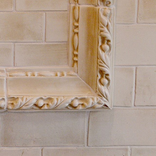 Considering details in your home renovation is what an interior designer does best. How special is this handmade backsplash tile?! The area above the range is customized one step further with this stunning tile liner. ⠀⠀⠀⠀⠀⠀⠀⠀⠀ .⠀⠀⠀⠀⠀⠀⠀⠀⠀ .⠀⠀⠀⠀⠀⠀⠀⠀⠀ #interiordesign #houstoninteriordesigner⠀⠀⠀⠀⠀⠀⠀⠀⠀ #designhouston #interiordesignsofinsta #interiordesignideas #instagood #homedecor #interiors #decor #interiorforall #designblogger #modern #interiorinspiration #homestyling #homerenovation