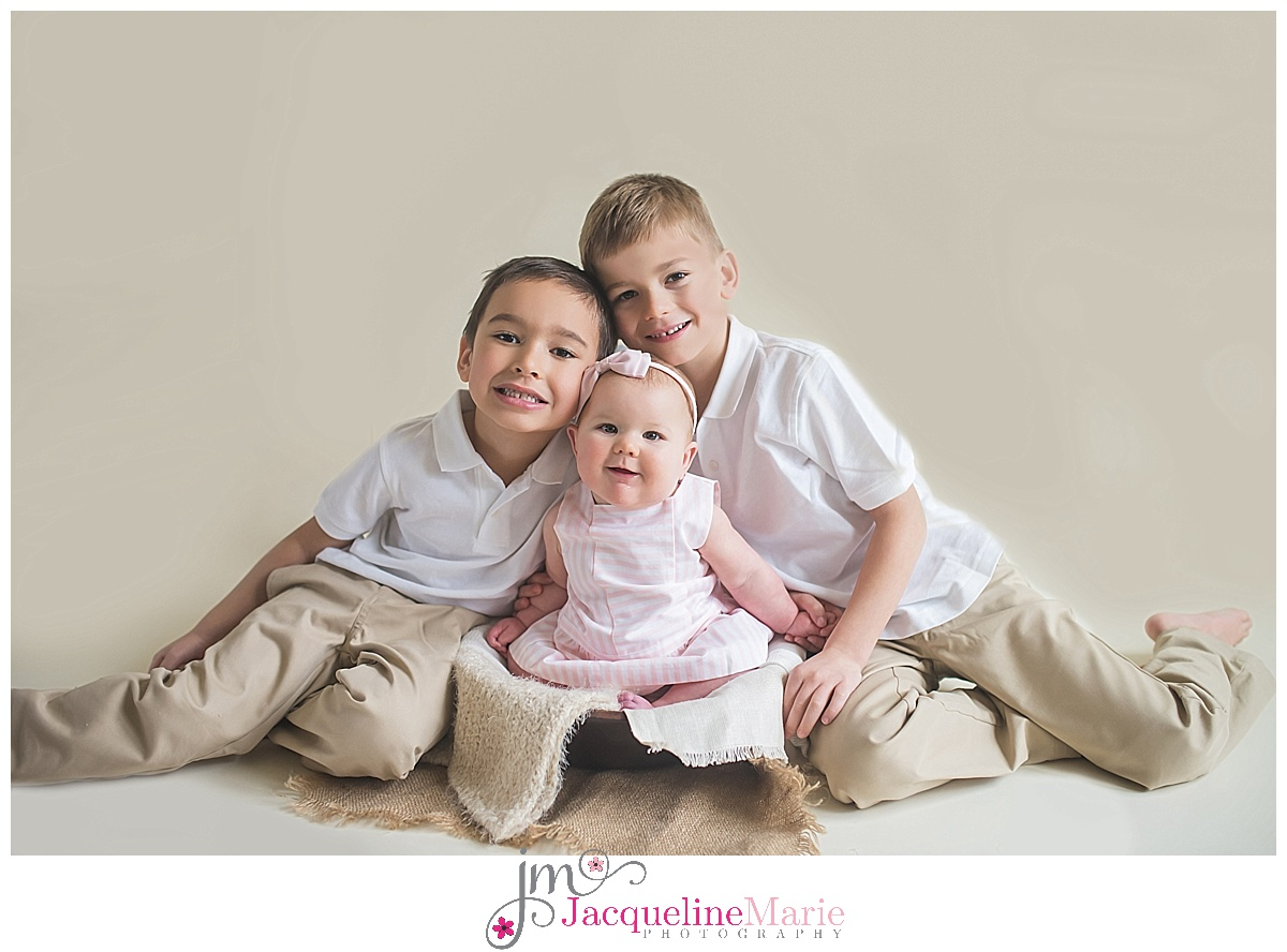 Columbus family photographer, Columbus family photography, sibling pose, brother and sister